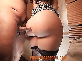 massage amateur upskirt